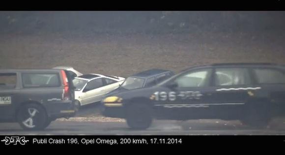【衝撃検証動画】時速200キロで車が事故るとマジでヤバいことになる