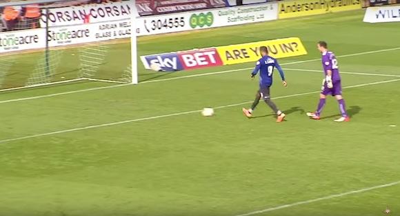 【感動サッカー動画】想定外のアクシデントが起きるもフェアプレーに徹した選手たちに称賛の声
