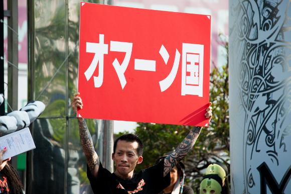 『マキシマム ザ ホルモン』と新宿の中心で「オマーン国」「レマン湖」「ウルトラマンコーヒー」と絶叫してきた