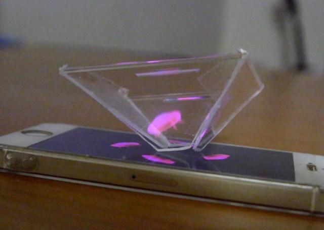 【お父さん必見】CDケースを加工してスマホで3Dホログラム映像を見る方法