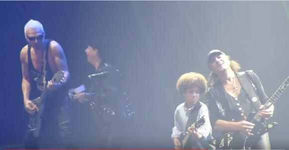 【動画あり】とても12歳とは思えない! 世界的ロックバンド「スコーピオンズ」のライブに12歳の少年ギタリストが参戦し圧巻のプレイ