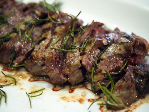 「本田選手がいつも頼む料理を全部下さい」とミラノのレストランで言ったらこうなった / 特に肉が激ウマ!