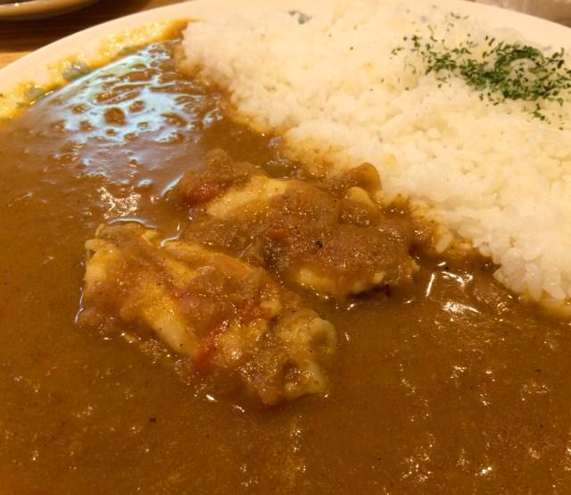 【カレー探求】洋食のルーツを感じさせるコクの深いチキンカレー 東京・銀座「紅鹿舎」