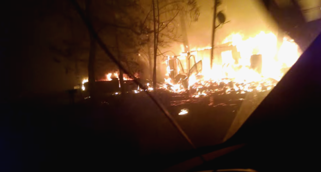 【動画】山火事からの決死の脱出! 炎の中を走る車載カメラ映像が話題に