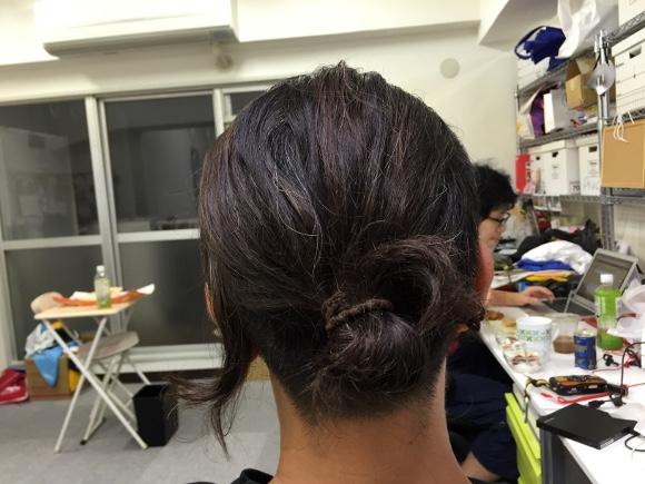 【注意喚起】最近男性の間で流行っているロン毛をしばるヘアスタイルが脱毛の原因に!?