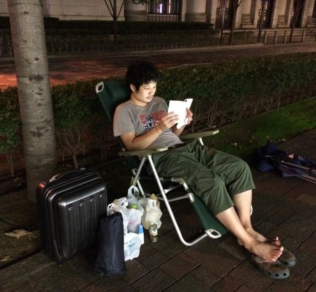 【iPhone6s行列】ドコモショップ丸の内店の行列は伸びる気配一切なし / 当日まで誰も来ないのか?