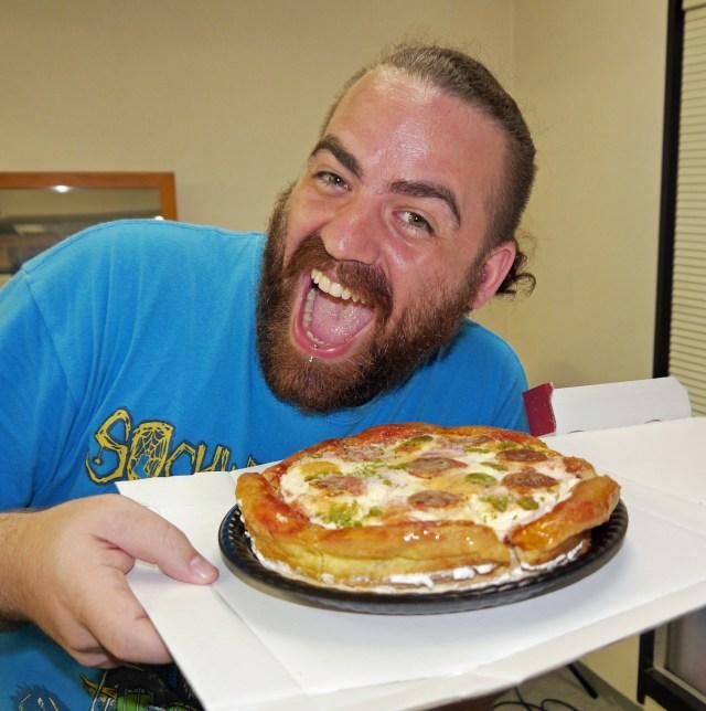 ピザ好きのアメリカ人にピザそっくりのケーキをプレゼントしたら怒られたでござる