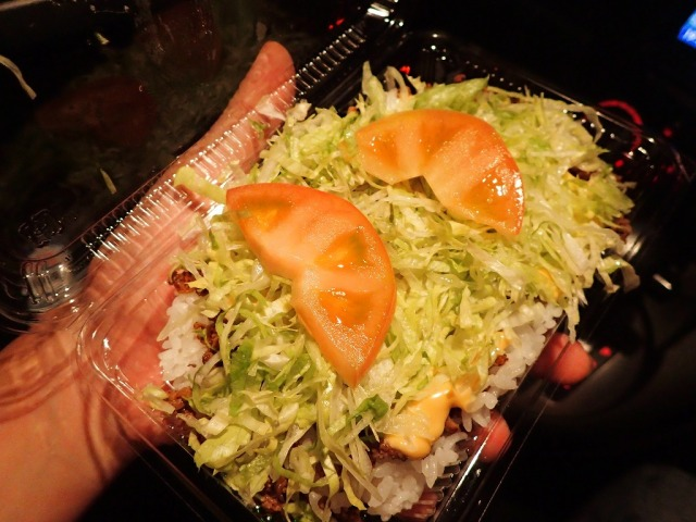「沖縄で一番美味しいタコライス屋」はココだ! 中部・うるま市『TACOS サボテン』