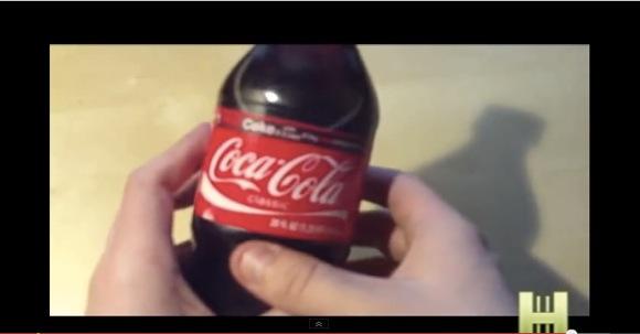 """【動画】""""コーラのペットボトル"""" を使ってカンニングする方法がコレだ!"""