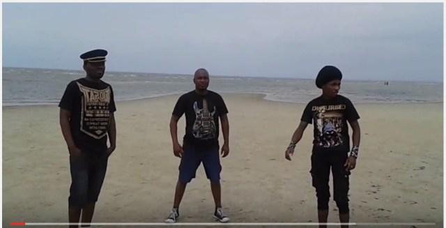 モザンビーク・メタルバンド「Scratch」の日本ファン向けビデオメッセージが面白い! 風がうるさすぎて笑った