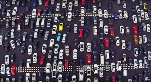 【衝撃動画】中国の大型連休で発生した大渋滞が完全に地獄絵図