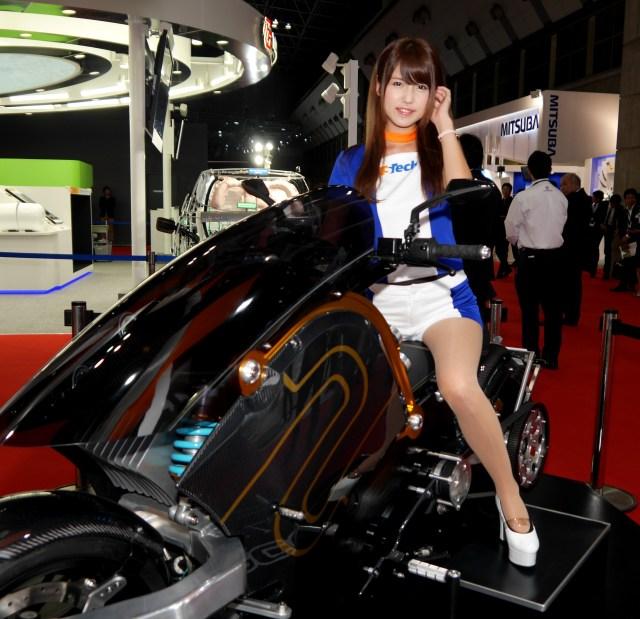 【東京モーターショー2015】会場を彩る美しきコンパニオン画像集