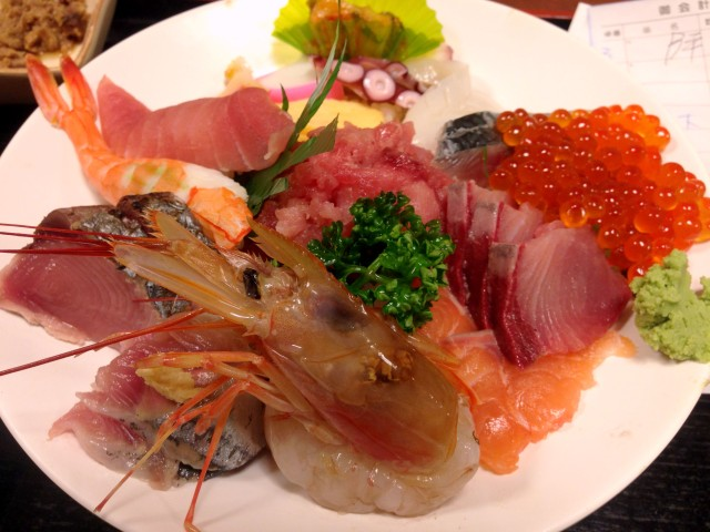 【したどん2015優勝候補】ご飯が見えないほどの超盛り鮮魚! 東京・入谷 『割烹さいとう』の海鮮丼が竜宮城すぎる