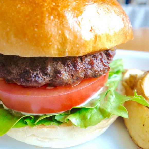 【北海道ハンバーガー紀行】 札幌『fork』の「いけだ牛100%バーガー」は肉のウマ味がハンパない! 巨大な「パーティーバーガー」も超絶美味でマジ最高!!