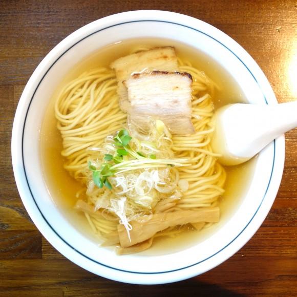 【北海道ラーメン探訪】まさかのワンコイン!『中華そば カリフォルニア』の「煮干しそば」が激ウマ & コスパ最高! 見た目の美しさは世界遺産レベル