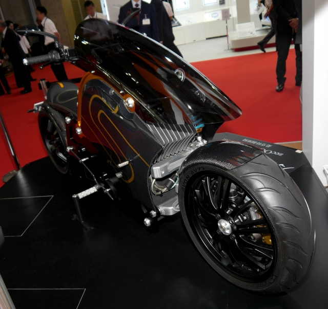 【東京モーターショー2015】どう見てもアキラバイク! 電動バイク「zecOO」の存在感がハンパないッ!!