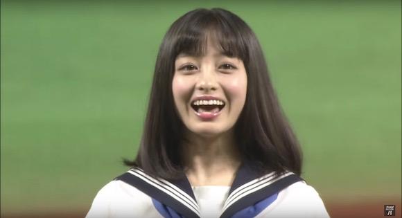 【動画あり】天使すぎるアイドル・橋本環奈ちゃんがノーバン! 見事すぎる始球式を披露!!