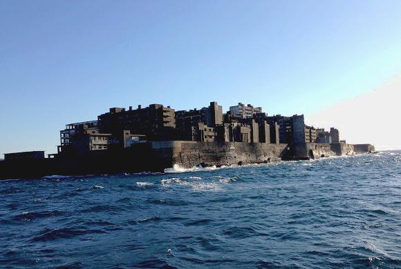 【絶景】世界遺産「軍艦島」が美しすぎるほどに荒れ果てていた
