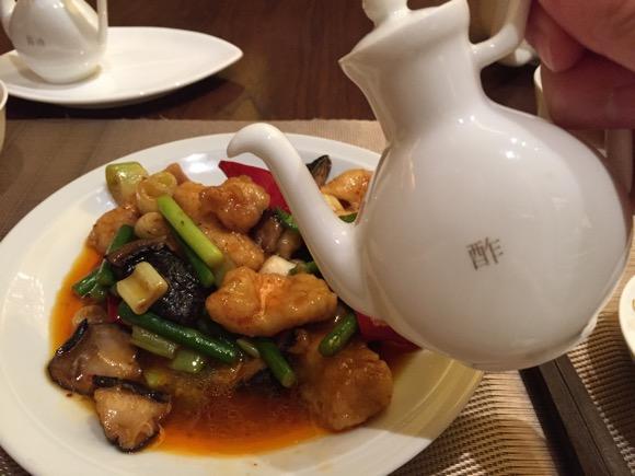 あなたは中華に酢を「かける派」?「かけない派」? かけすぎる人はこう見られているから気をつけろ!