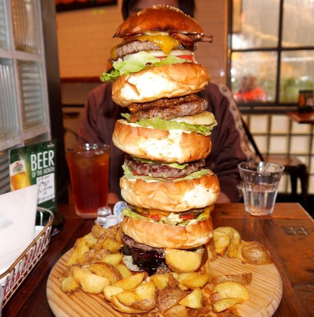 【デカ盛り】有名ハンバーガー店「AS CLASSICS DINER」のモンスターバーガーが超絶デカくてビビり上がった!!