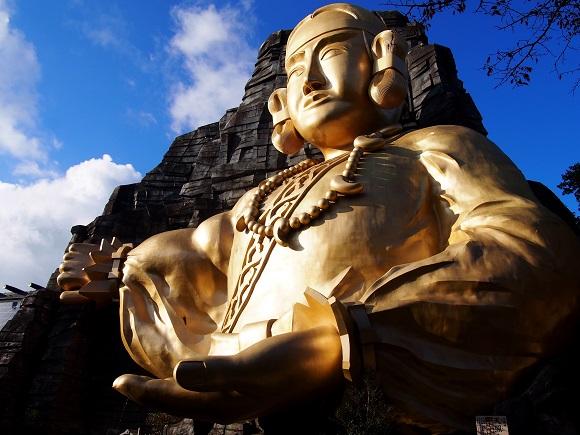 【珍スポット】栃木県『黄金の巨大神像』がデカすぎて隠れ絶景スポットになっていた件