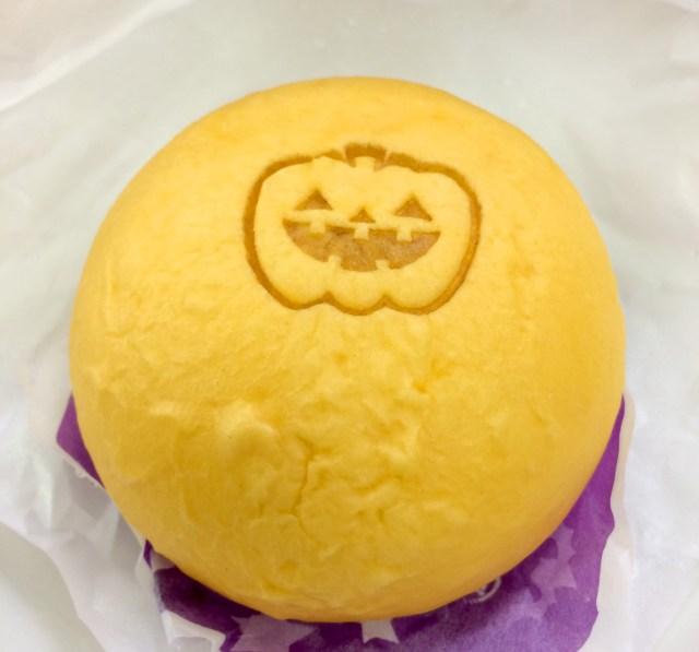 【新作】かぼちゃなのに濃厚なミルキー感! サークルKサンクスから「パンプキンまん」が販売中!! 食べたらお口の中がハロウィンパーリィー