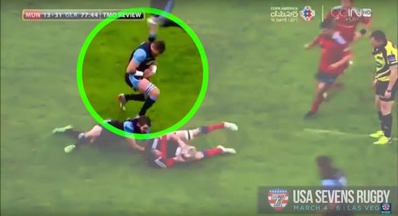 【衝撃ラグビー動画】試合中に選手が肩を脱臼 → 自分で治して即復活