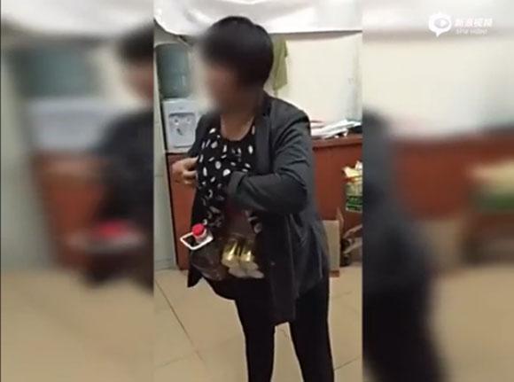 【衝撃動画】大胆すぎる「中国の万引き犯」