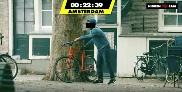 【動画あり】「鍵がかかっていない自転車」を見つけたら人はどうする!? 3つの都市でドッキリ実験をしたらこうなった!
