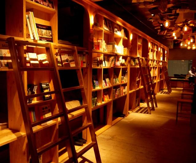 【読書好き必見】本に囲まれて寝ることができる! 泊まれる本屋「Book and Bed Tokyo」が素敵すぎてマジで住みたい!!