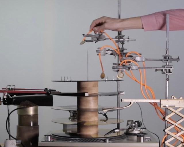 まるでピタゴラスイッチ! グルグル回る「手作りテクノミュージック動画」がマジ楽しい