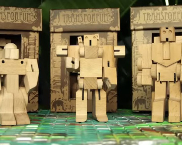 【動画あり】木で作っちゃった! トランスフォーマーみたいに「変形するロボット」が話題