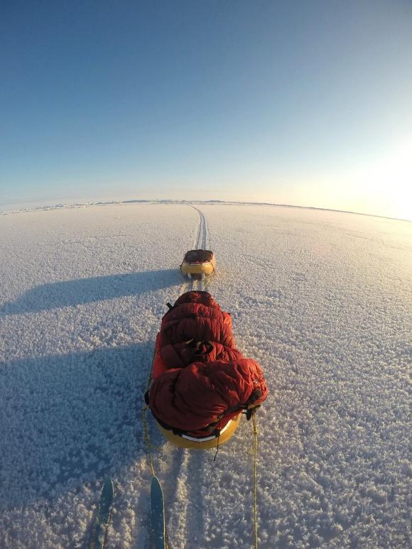 写真だけで見抜け! 「北極点を目指しています。いま何時頃か当てて下さい」