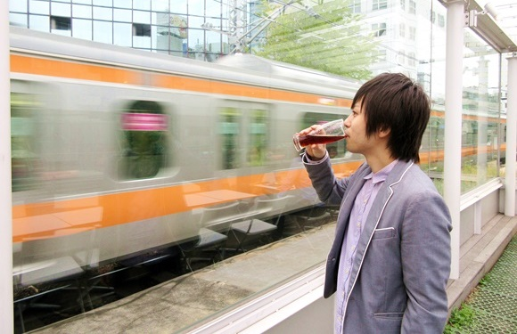 世界で最も電車に近いカフェ&バー? 中央線を間近に眺めながらのビールとか最高すぎんだろおおお! 東京・神田「N3331」
