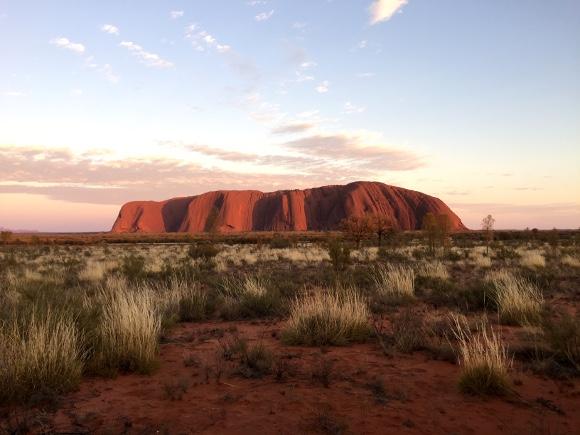 【世界遺産】オーストラリアの『エアーズロック』に行ってみた感想「とにかく小蝿がすごい、とにかく小蝿がすごい、とにかく小蝿がすごい」