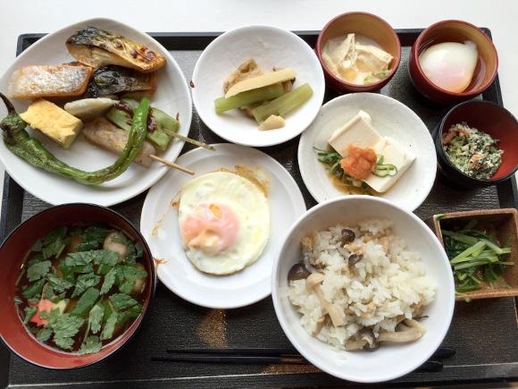 最強ビジネスホテル『ドーミーイン』は京都でもスゴかった / 漬物の種類がハンパない! 湯葉も湯豆腐もうめぇぇぇええ!!