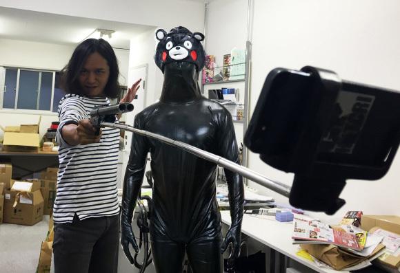 【マジかよ】自撮り棒を使った護身術のセミナーがロシアで開講