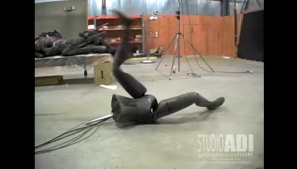 【トラウマ動画】下半身だけでジタバタ動くロボットが「うぁぁああぁああ」って叫びたくなるほど気持ち悪い
