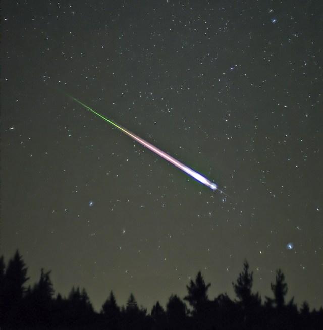 11月17日深夜から18日未明はしし座流星群! おうし座流星群とのコラボも!?