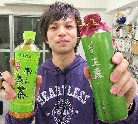 【徹底検証】1本1000円で話題の『瓶 お~いお茶 玉露』はガチでウマいのか? 編集部で飲み比べた結果「おれたちには高級すぎる」