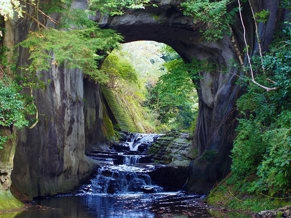 【マジでジブリ】インスタグラムで話題の秘境『濃溝の滝』が東京から車で1時間! 神秘的すぎて昇天確実