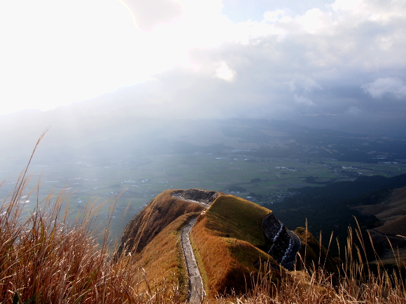 【絶景】阿蘇『ラピュタの道』はまさに天空への道だった
