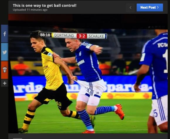 海外サッカーの「玉際の激しさ」が一発で分かる画像 / ドルトムントVSシャルケのルールダービーで……