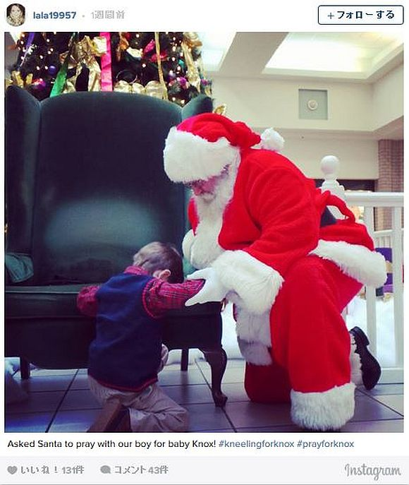 4歳児がサンタにお願いしたのはオモチャだけではなかった! 「重体の赤ちゃんに奇跡を起こして」と願いひざまずく少年の姿に涙!!