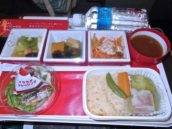 【世界の機内食】成田空港 〜 シドニー国際空港(日本航空 JAL)『深夜食堂』などでお馴染みの「飯島奈美さんプロデュース飯」!