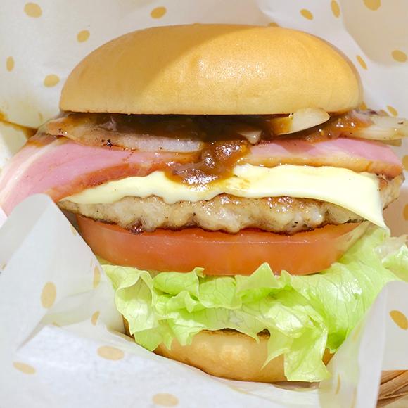 【本日12/8発売】シリーズ史上最重量&最高価格帯! モスのハンバーガー『とびきりハンバーグサンド 傑作ベーコン』がどれだけウマいのか確かめてみた