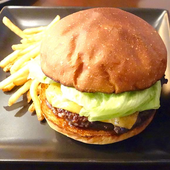 【北海道ハンバーガー紀行】肉厚パティと芳醇バンズが美味! 「バーガー&パンケーキ ラナ11」