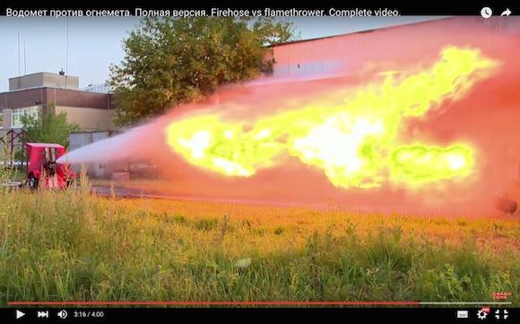 【衝撃検証動画】かめはめ波 vs かめはめ波にソックリ! 火炎放射器と消防ポンプの対決が壮絶すぎる