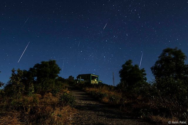 【緊急速報】12月13日~14日はふたご座流星群が見頃! 22時以降に空を見てみよう / 初心者でも観測しやすいらしい! 運がよければ1時間に40個も