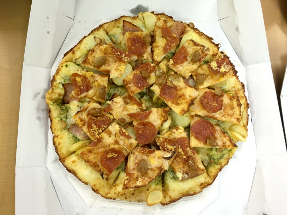 【天才の発想】米国で「ピザにピザをトッピングできるサービス」が登場 / 日本でも出来るのか大手デリバリーピザ3社に問い合わせてみた